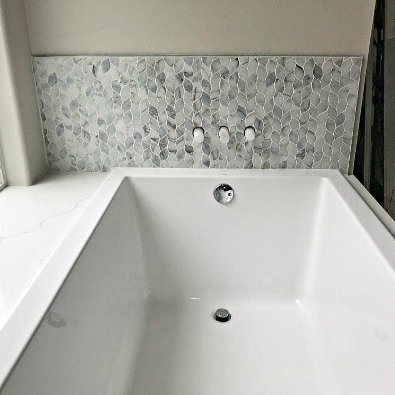 Tub Surround Tile & Quartz